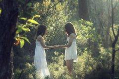 姐妹图片_为我美好形象保密的好姐妹