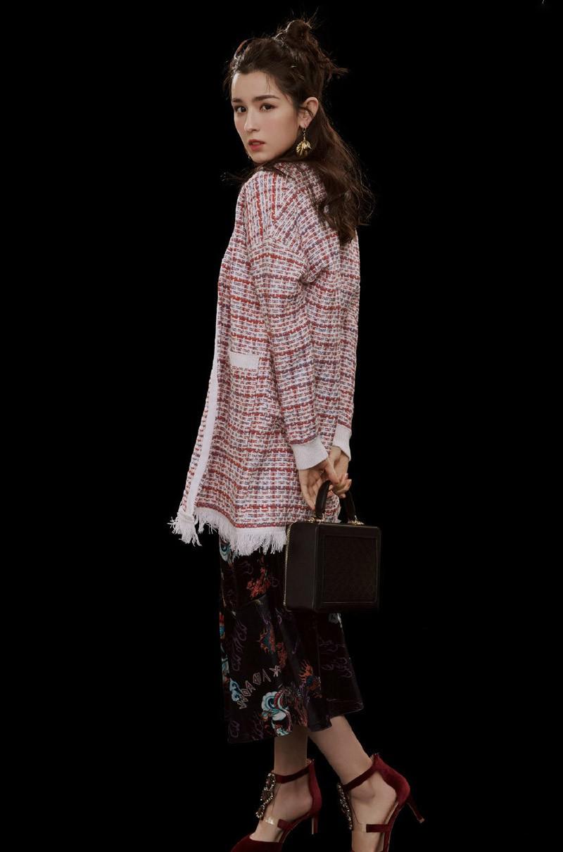 水瓶座美女哈妮克孜自带新疆美女五官动情的双眸好似一轮春江水