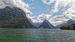 新西兰南岛米尔福德峡湾风景图片