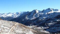 雪山王国甘孜县城绝美景色图片