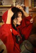 妖艳美女红色精灵cos性感写真图片
