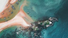 海边航拍的海滩图片