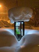 日本北海道大雪下的电话亭图片