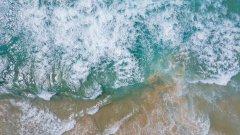 咆哮的海浪图片